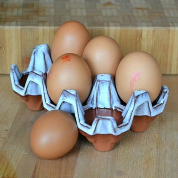 Picture of Ceramic Egg Holder | 6 Eggs - Oyster Glaze
